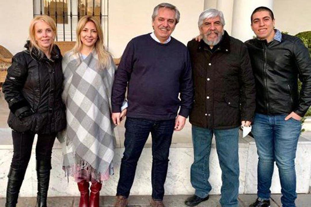 Los mensajes de la foto del presidente con la familia Moyano
