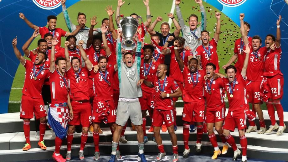 Manuel Neuer, el mejor jugador del Bayern en la final, levanta la Orejona en Estadio De La Luz, en Lisboa. (Foto/AP)