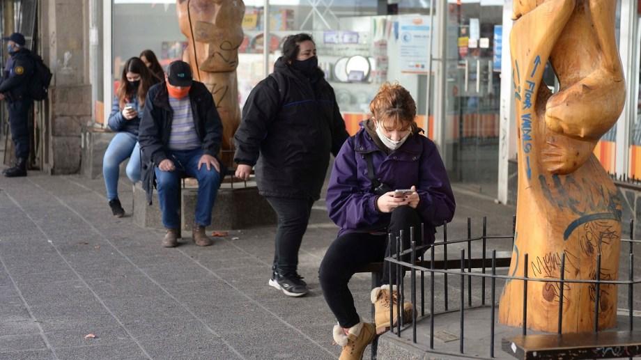 En Bariloche, 1.282 personas contrajeron la COVID-19 en lo que va de la pandemia de las cuales 861 se curaron y 25 murieron. (Foto: Alfredo Leiva)