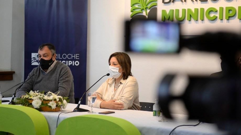 La gobernadora Arabela Carreras se refirió hoy en Bariloche al episodio de detención de una mujer por violar la cuarentena. Foto: Alfredo Leiva