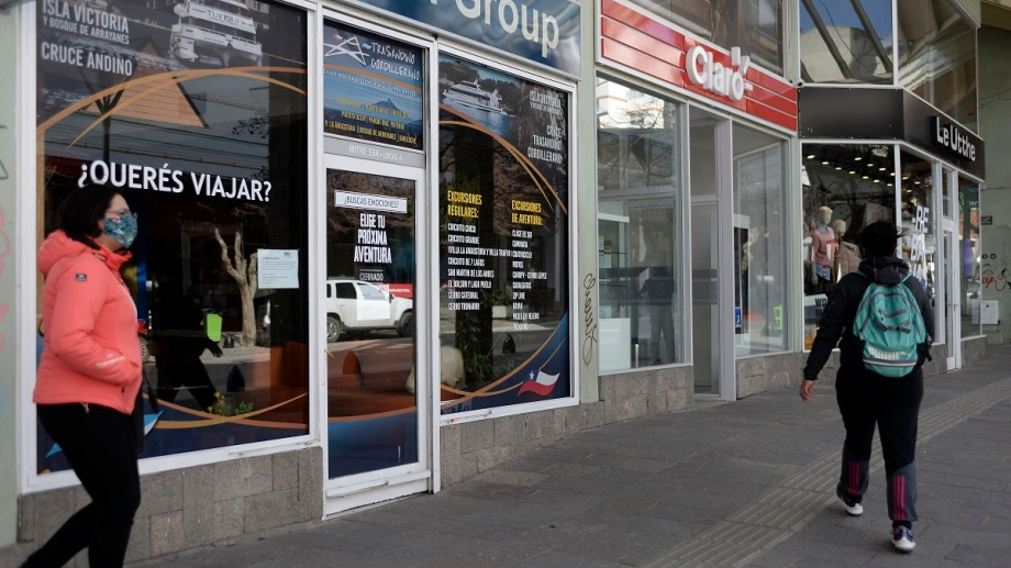 En Bariloche hay 90 agencias de viajes habilitadas y la postergación de los vuelos es un nuevo revés a su economía. Foto: Alfredo Leiva