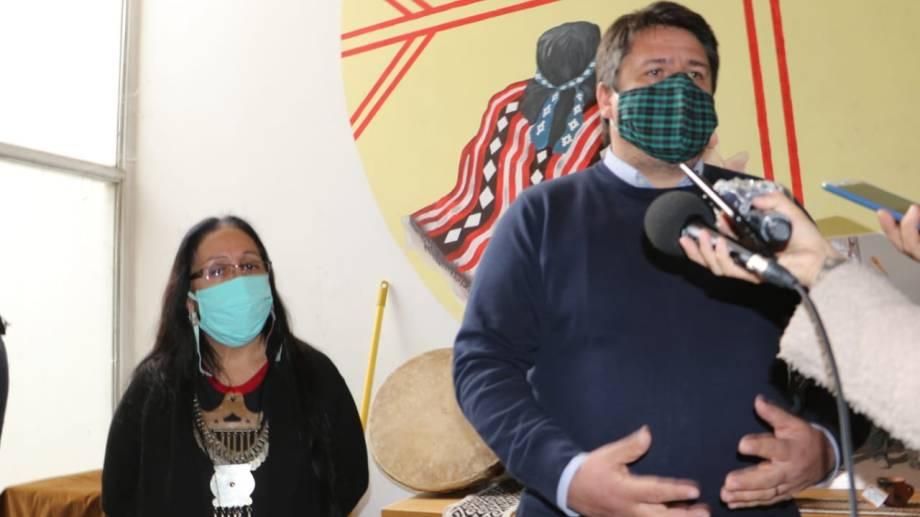 Hoy, durante la firma para crear el Área de la mujer mapuche, Gaido habló de las tierras de la meseta. (Gentileza).-