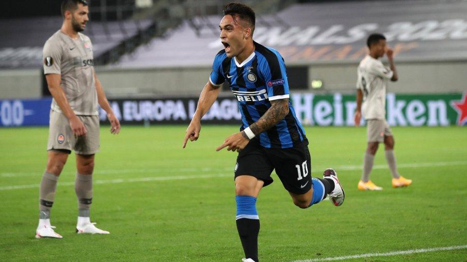 El cabezazo de Lautaro Martínez ya descansa en la red. El Toro le está dando la victoria al Inter.