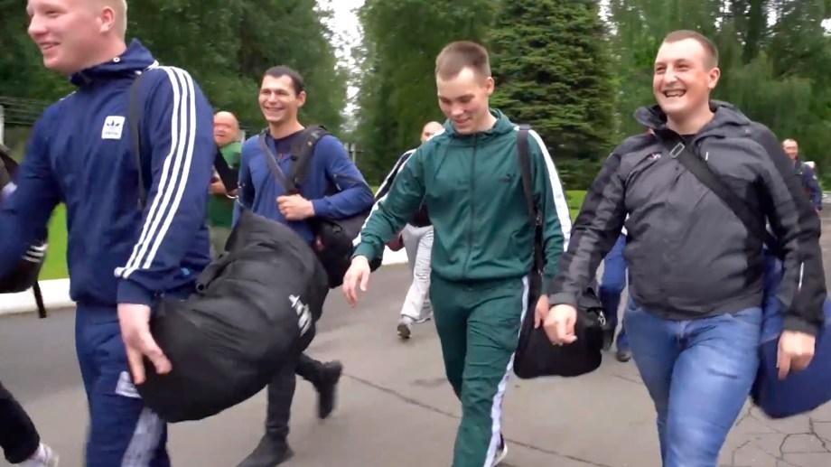 voluntarios acuden al centro donde se probará la nueva vacuna rusa