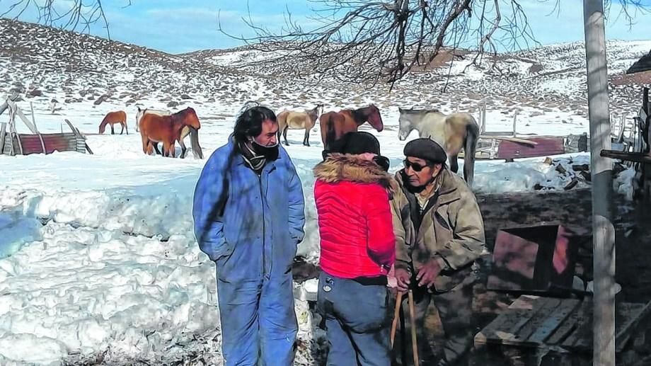 La asistencia del gobierno lleva alivio a algunos pobladores.