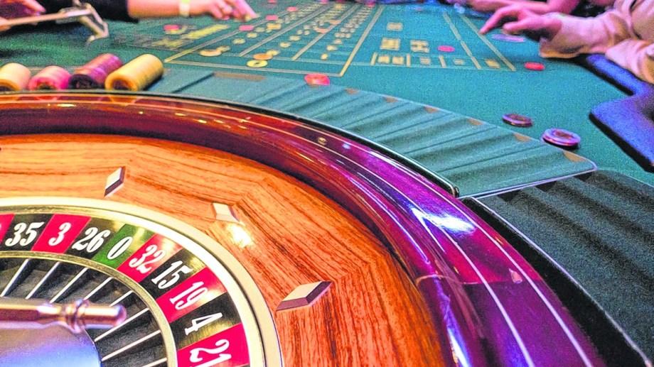Hay 350 empleados que trabajan en los casinos de Bariloche, El Bolsón y Jacobacci. . Archivo