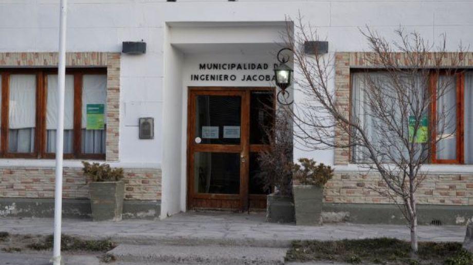 El municipio permanecerá con sus puertas cerradas durante esta semana. (Foto: José Mellado)