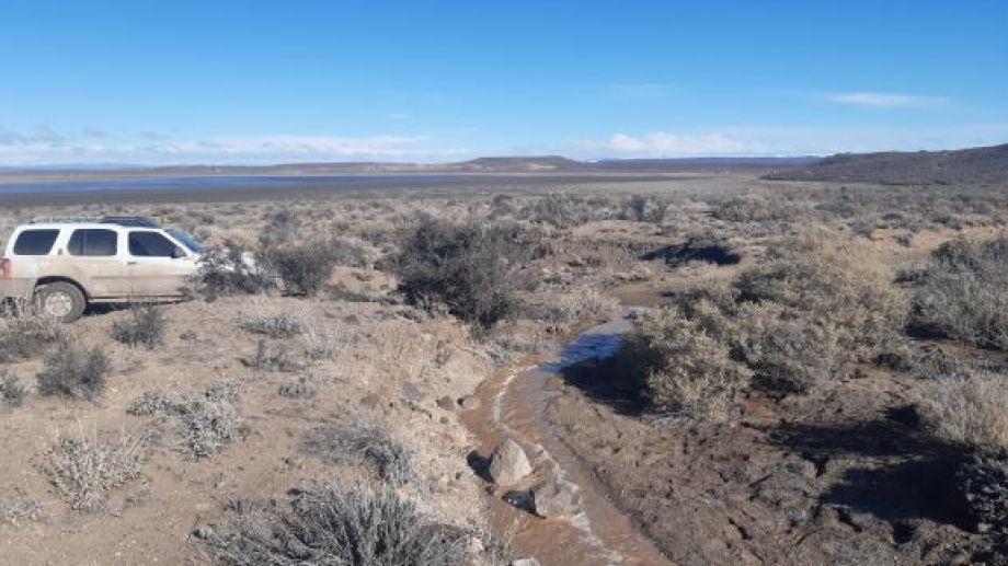 El deshielo de la nieve forma curso de agua que desembocan en la laguna. (Foto: José Mellado)