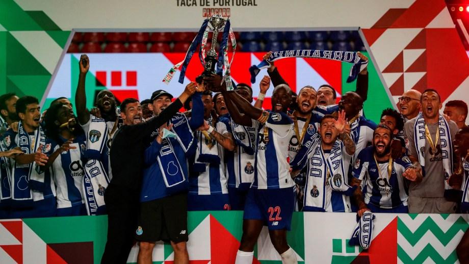 Porto superó 2-1 a Benfica en la final del certamen.