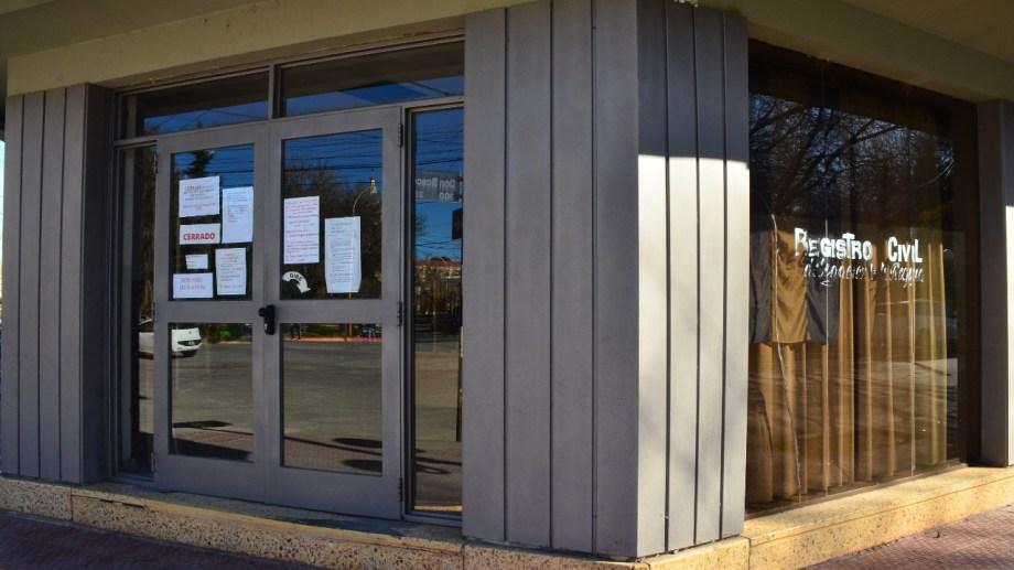 El Registro Civil reabrió sus puertas esta semana en Villa Regina. (Foto Néstor Salas)