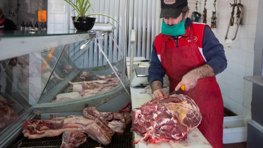 En las carnicerías de Roca informaron que en el último mes hubo subas de hasta 60 pesos.