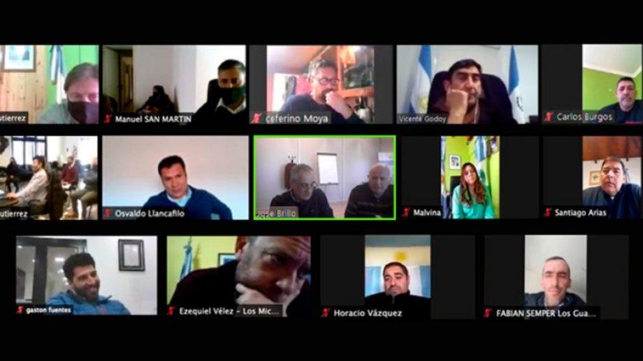En una videoconferencia que encabezaron el secretario del Interior y Gobierno Locales, Osvaldo Llancafilo y el presidente de la ADI-NQN, José Brillo, los intendentes del norte neuquino hablaron de la presa. (Gentileza).-