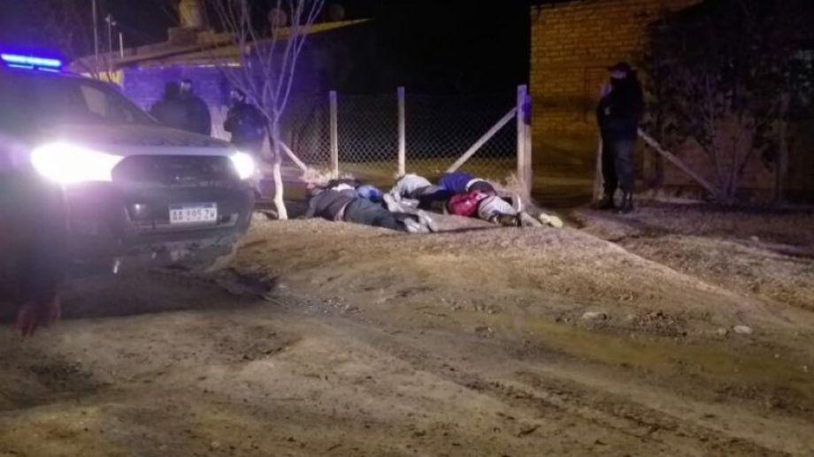 Personal policial detuvo a los sospechosos después de la denuncia. Foto: gentileza.-