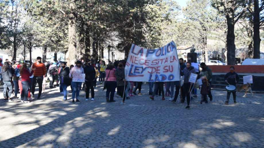El inicio de la marcha en la que se pidió por la liberación del policía detenido. (Foto: Gentileza)