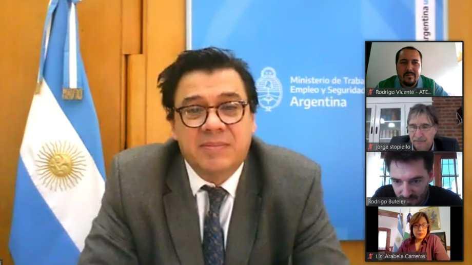 La doble indeminación continuará, aseguró el ministro de Trabajo, Claudio Moroni. Foto archivo.
