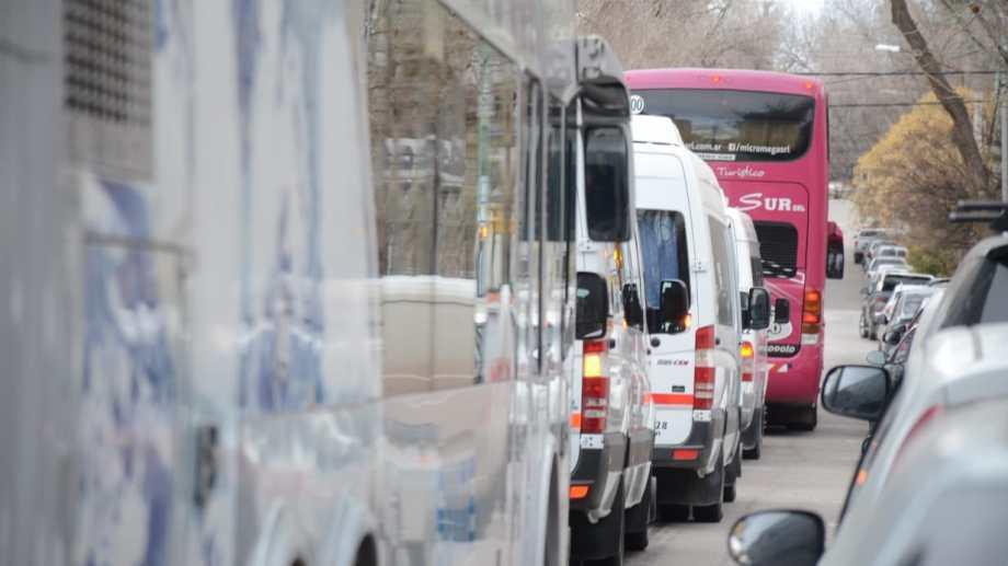 Los transportistas de turismo protestaron el jueves en Neuquén capital
