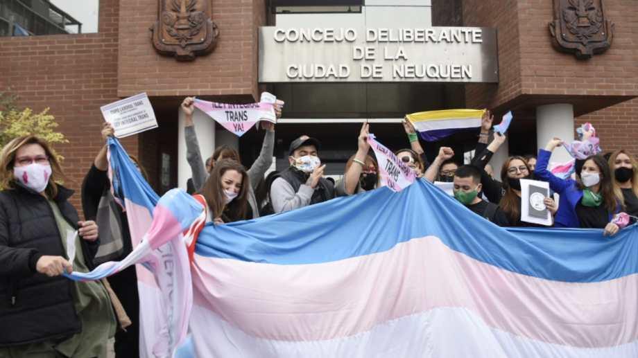Moradoras de Neuquén comemoram conquista trans.