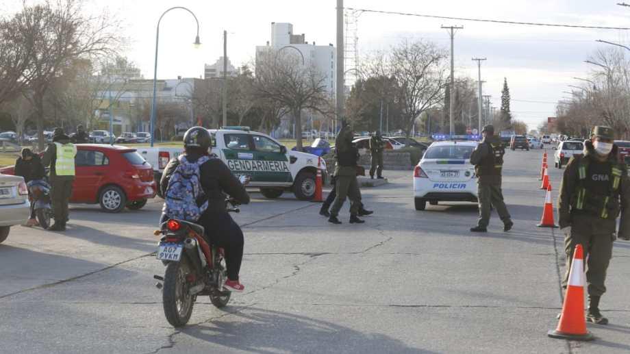 En Roca empezaron esta mañana los controles conjuntos de Gendarmería, Policía provincial e inspectores municipales. Se mantendrán por 10 días.