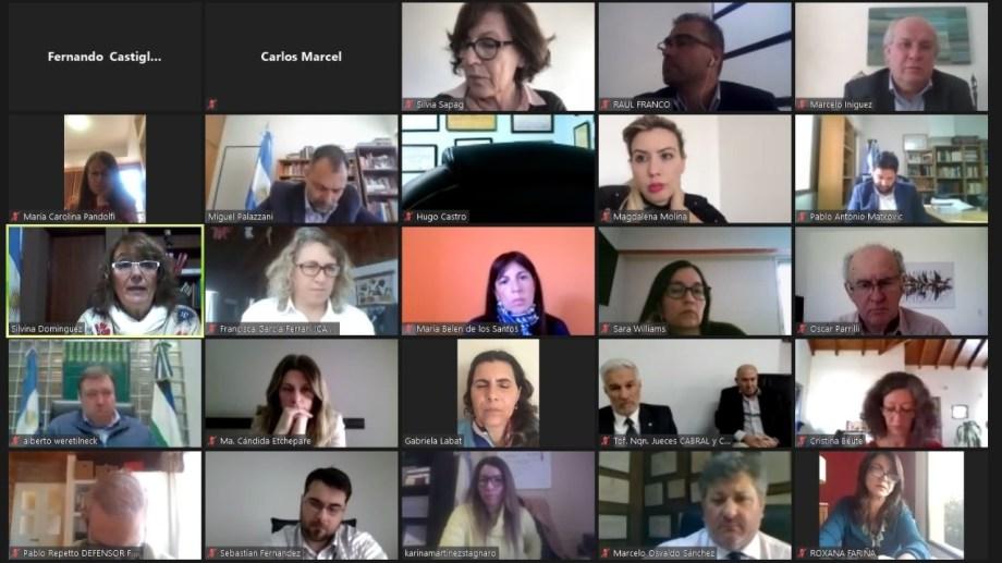 Senadores, jueces y abogados participaron de la charla sobre Reforma Judicial que organizó Parrilli. (Gentileza).-