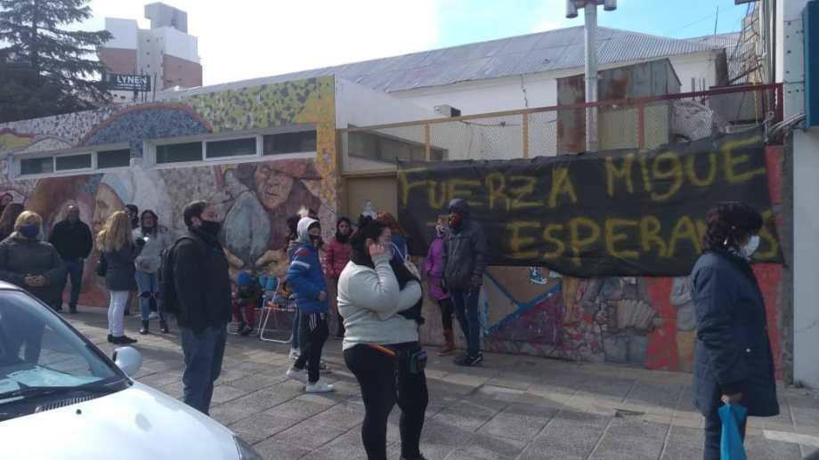 Miguel Sisterna permanece internado por el disparo que sufrió en la cara. (Yamil Regules).-
