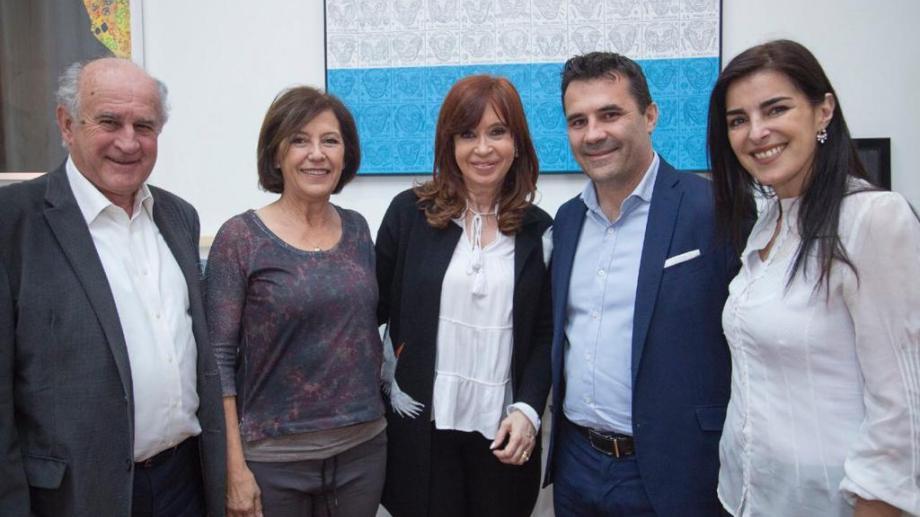 Asunción Miras Trabalón (derecha) con sus compañeros de lista durante la campaña de las PASO. Foto: archivo.