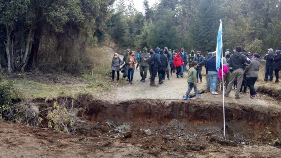 El municipio, junto a la policía, bloqueó el acceso al Mirador del Azul y Cabeza del Indio. Foto: gentileza