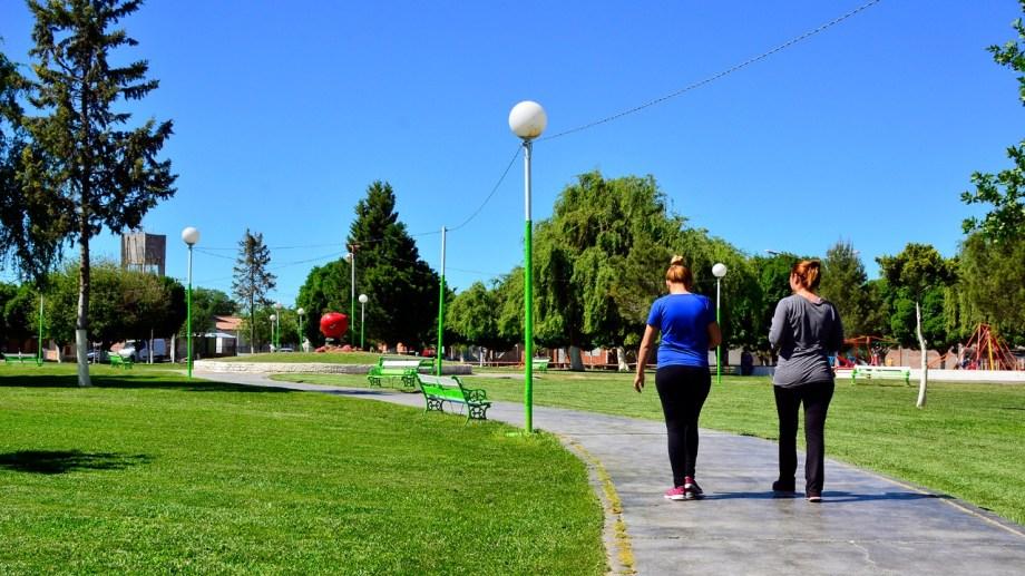 En Mainqué las caminatas y ciclismo recreativo se podrá hacer de lunes a sábados. (Foto Néstor Salas)