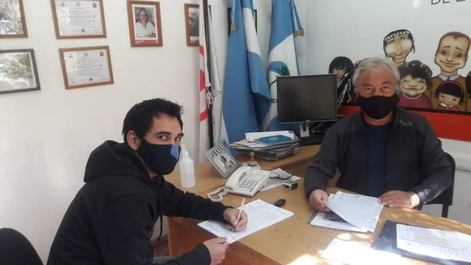 Hoy durante la firma del convenio. (Foto: gentileza)