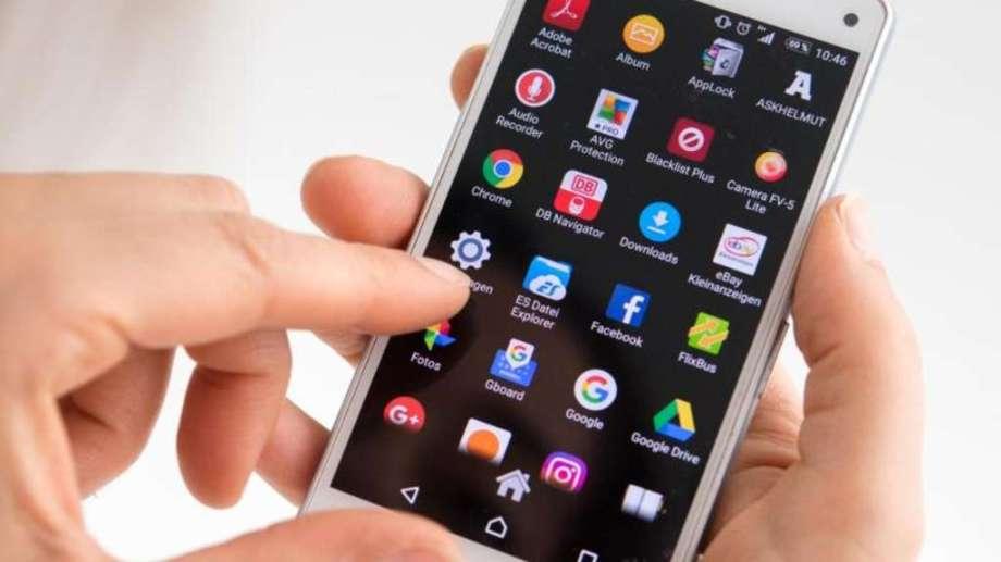 """Telefonía celular, internet y televisión paga pasarán a ser """"servicios  públicos"""""""