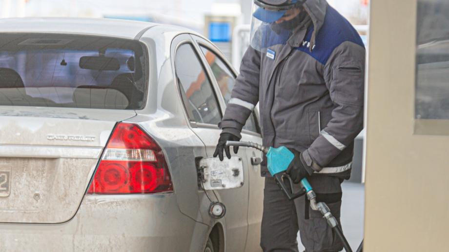 El aumento está consensuado entre el gobierno nacional y la petrolera, pero aún no tiene fecha. (foto: Juan Thomes)