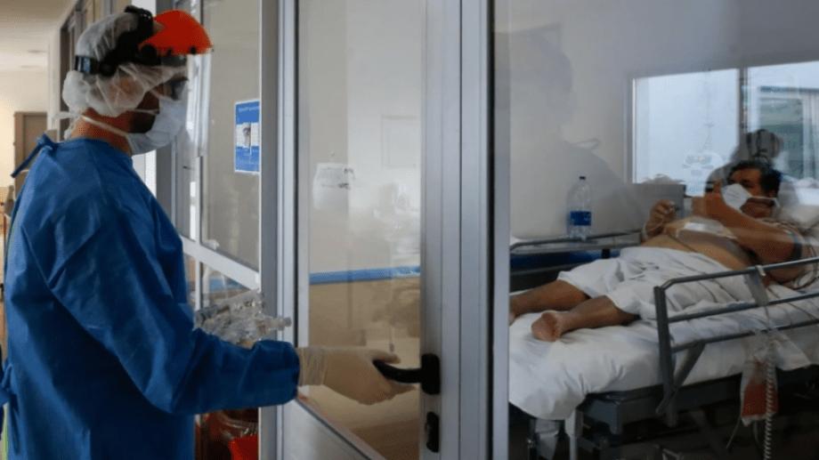El personal de salud mantiene la mayor cantidad de cuidados para evitar contagiarse.-