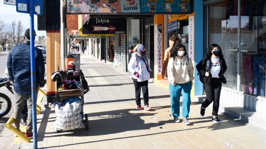 La provincia de Neuquén se sumó a la prohibición de reuniones sociales que afectará a las localidades donde estaban permitidas. (Foto: Florencia Salto)