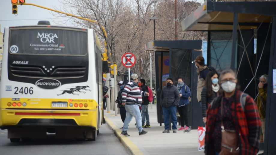 Las paradas de colectivos de Neuquén capital. Foto: Yamil Regules
