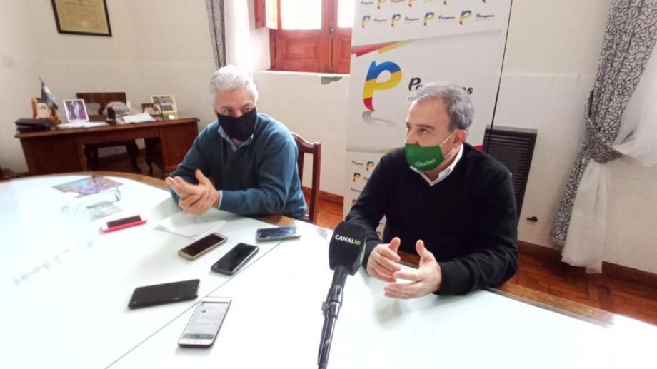 El intendente de Patagones José Luis Zara junto al intendente de Viedma Pedro Pesatti. Foto Gentileza