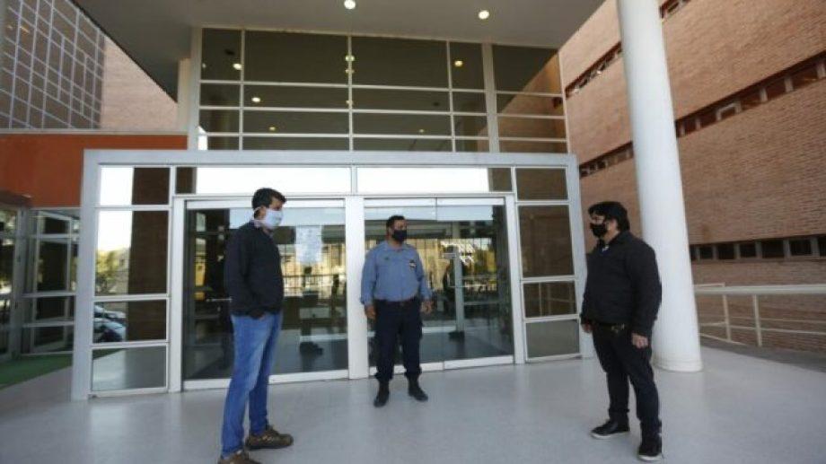 En mayo, se les impidió a los dirigentes revisar las condiciones sanitarias en el interior del edificio del Poder Judicial, en Roca. (foto: archivo)