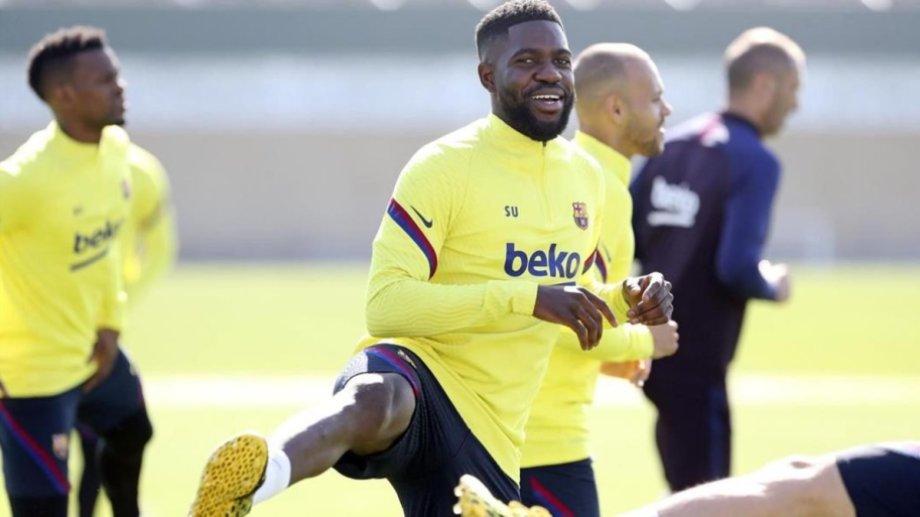 Barcelona anunció que el defensor francés dio positivo de coronavirus.