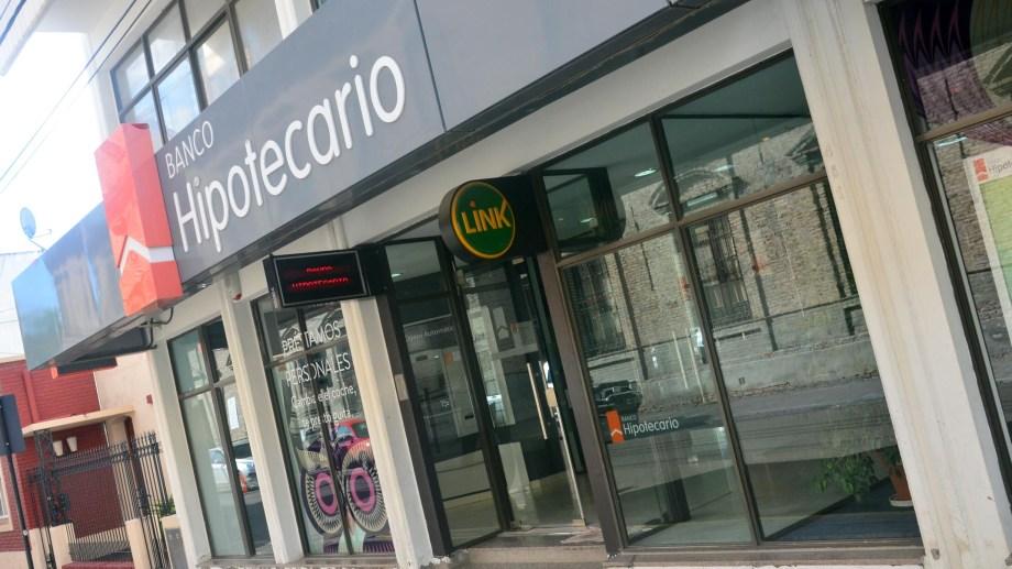 viedma - 12/05/15 la capital rionegrina es la ciudad donde la gente realiza mas depositos bancarios en la provincia foto marcelo ochoa