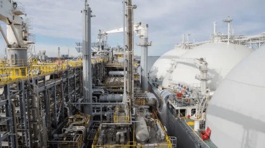 Un proyecto a escala de GNL requiere una base de inversiones de U$S 5000 al año.