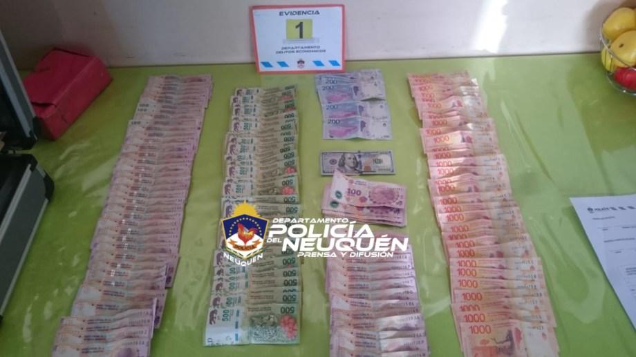 En los allanamientos secuestraron dinero en efectivo.  Foto: Policía de Neuquén