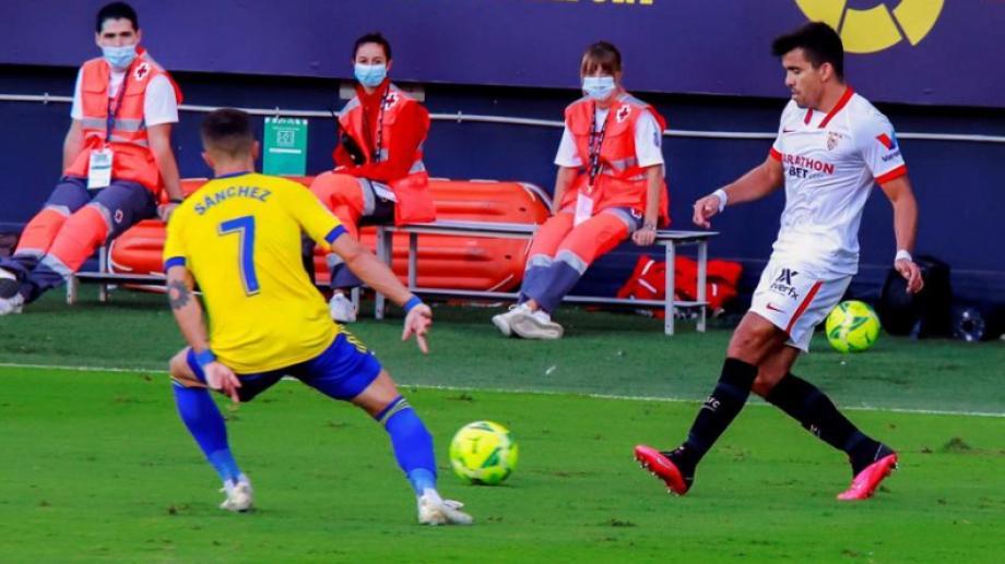 Marcos Acuña jugó los 90' del partido en el que el equipo andaluz venció sobre la hora al Cádiz.