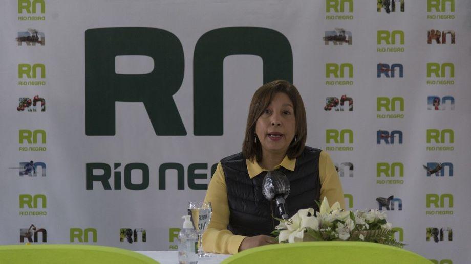 La gobernadora Arabela Carreras habló en conferencia de prensa en Bariloche sobre los cambios de gabinete. Foto: Marcelo Martínez.