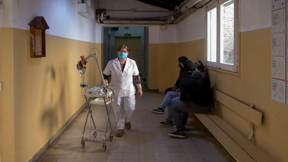 El hospital Ramón Carrillo de la ciudad lacustre. Foto: Marcelo Martínez.