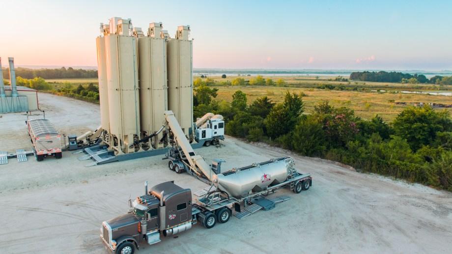La empresa brindará un servicio integral desde la cantera hasta el pozo en donde llegarán con silos móviles. (Foto: Gentileza)