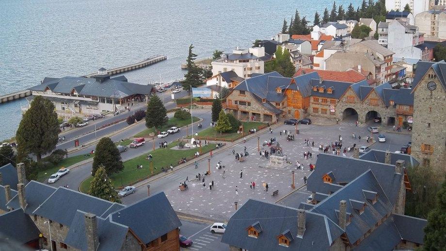 En Bariloche, los contagios crecieron más del 100 por ciento en lo que va de abril por la segunda ola. (foto archivo)