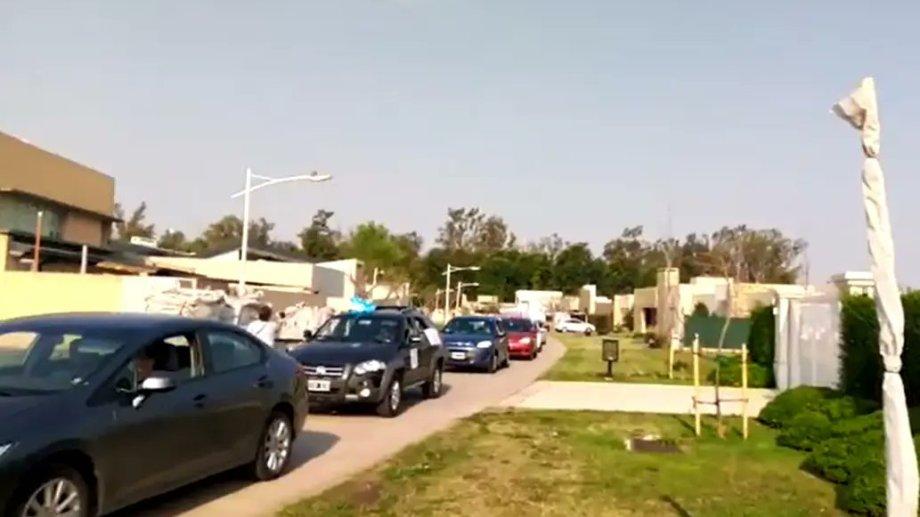 Captura del video que circuló en redes sociales sobre la protesta en la casa de Lorezentti. (Gentileza).-