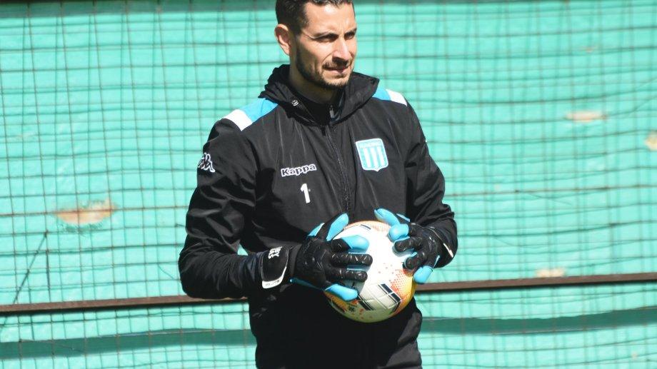 El neuquino Gabriel Arias, el arquero titular de Racing que va a Montevideo en busca de la clasificación a la próxima ronda de la Copa.