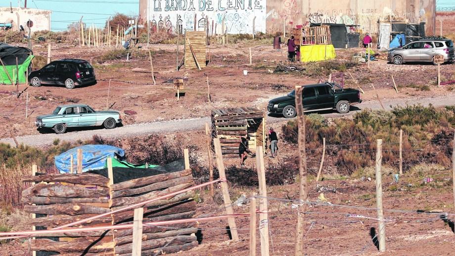 En la segunda meseta de Centenario unas 70 familias tomaron terrenos. (Oscar Livera)