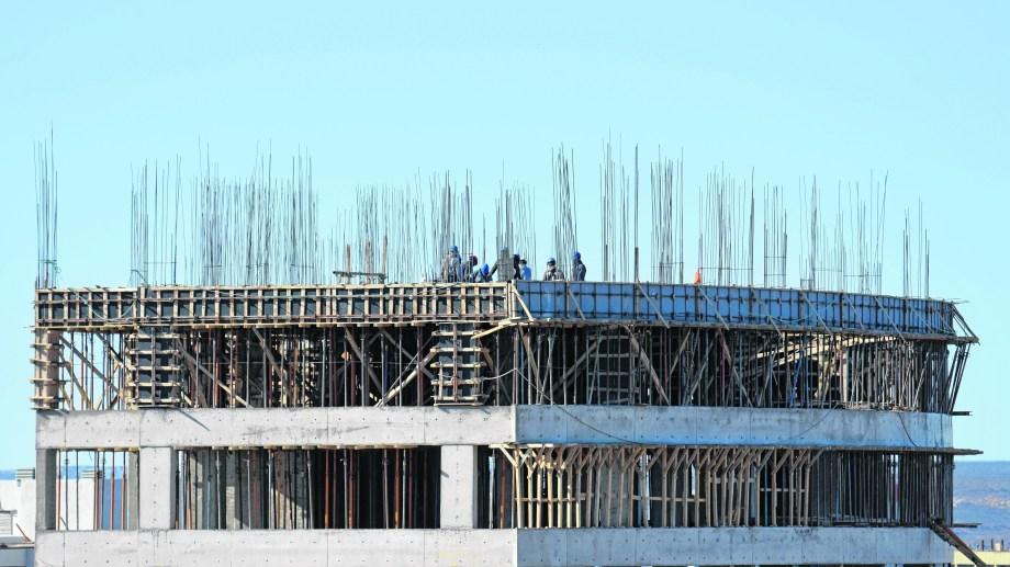 Las obras de más de tres pisos se reactivaron todas en Neuquén capital.