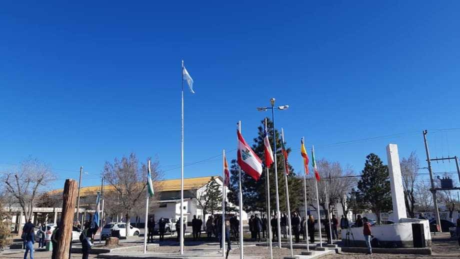 El acto protocolar se realizó en la plaza Primeros Pobladores. (Foto: José Mellado)