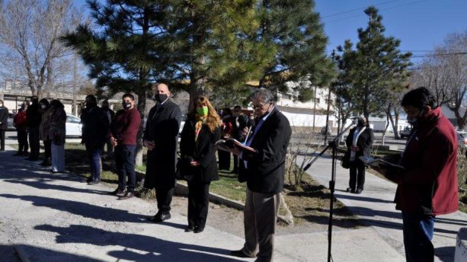 Los pastores Pedro Sepúlveda y Abel Ancán brindaron mensajes de esperanza y bendijeron al pueblo de Jacobacci. (Foto: José Mellado)